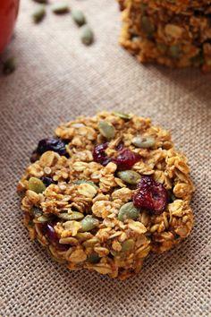 These healthy pumpkin breakfast cookies make a nutritious and portable breakfast that tastes like fall! This glutenfree + clean eating breakfast treat is made with wholegrain oats, cranberries, pumpk is part of Pumpkin breakfast cookies - Healthy Cookies, Healthy Snacks, Pumpkin Breakfast Cookies, Pumpkin Cookies, Oat Cookies, Lactation Cookies, Pumpkin Bars, Pumpkin Pumpkin, Pumpkin Puree