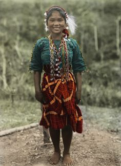 These Century-Old Photos From National Geographic Bring The History of Filipino Tribes To Life Philippines Culture, Philippines Dress, Philippines People, Manila Philippines, Filipino Fashion, Filipino Tribal, Filipino Culture, Filipina Beauty, Filipiniana
