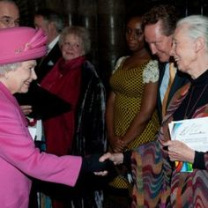 Jane Goodall meets Queen Elizabeth on March 2012 Jane Goodall, Chimpanzee, Great Videos, Primates, Queen Elizabeth Ii, Anthropology, The Past, March, Large Women