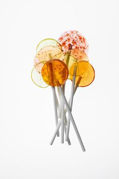 food design The cookbook, Candy Is Magic, consists of modern, design-oriented candy made from real ingredients Food Design, Candy Photography, Product Photography, Lollipop Recipe, Candy Companies, Candy Brands, Modern Food, Candy Art, Floral Wedding Cakes