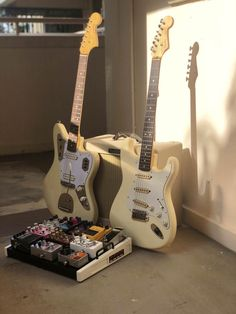 Music Aesthetic, Beige Aesthetic, Retro Aesthetic, Music Guitar, Cool Guitar, Guitar Art, Playing Guitar, Zack E Cody, Cool Electric Guitars