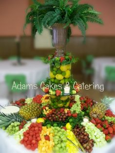 New Fruit Display Ideas Awesome Wedding Foods Ideas Fruit Juice Recipes, Fruit Drinks, Fruit Smoothies, Detox Recipes, Fruit Tables, Fruit Buffet, Fruit Trays, Dessert Tables, Party Food Bars