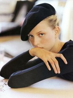 Karolina Kurkova wearing Alaia Elle US September 2000 (photography: Gilles Bensimon) via fashioned by love Parisienne Chic, Foto Face, Elle Us, Foto Fashion, Fashion Hats, Style Fashion, Fashion Beauty, Fashion Outfits, Fashion Photography