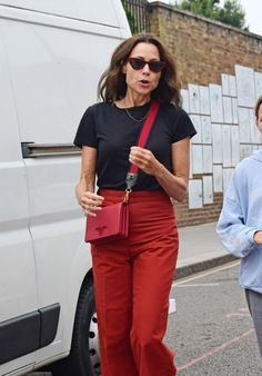 Minnie Driver in a causal look - tee, pants and crossbody bag | For more style inspiration visit 40plusstyle.com