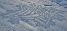 New Trampled Snow Art from Simon Beck snow land art geometric Land Art, Simon Beck, Feet Drawing, Graffiti, Spiegel Online, Colossal Art, Crop Circles, Environmental Art, Installation Art