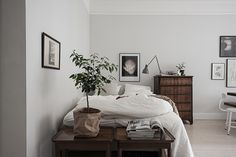 Stylisten Emma Fischer har skapat magi i denna lilla lägenhet (som var) till salu på Arsenalsgatan 4b i Göteborg, via Bjurfors. Såld innan visning. Jag kan förstå att den gick snabbt. Några tips att…