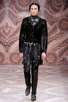 Alexander McQueen Fall 2010 Menswear Fashion Show