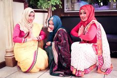 Holud and mehendi combo event saree squad with hijab Modest Outfits, Modest Fashion, Hijab Fashion, Women's Fashion, Saree With Hijab, Bridal Hijab, Islamic Clothing, Hijabs, Hijab Outfit