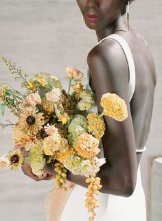 Photographer Heather Nan gathers her favorite florists for a day of floral fun at NHMU, creating desert-inspired bouquets for the Utah-loving bride. Summer Wedding Bouquets, Winter Wedding Flowers, Floral Wedding, Bridal Bouquets, Gold Wedding, Winter Bouquet, Spring Bouquet, Alta Moda Bridal, Yellow Bouquets