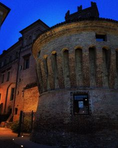 #carpi #ig_modena #modenatoday #modenaedintorni #volgomodena #volgoitalia #ig_italy #turismoer #turismomo #castellodeipio #piazzamartiri by vania71