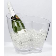 This wonderful pair of champagne-cum-wine cooler is a wonderful gift for a special occasion. The handy shape you two bottles at the same time keep cool in. #CadeausVoorMannen