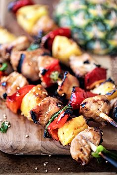 Hawaiian Pineapple Chicken Kabobs- the perfect warm-weather recipe! Healthy and super easy!