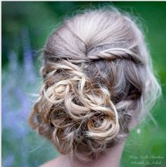 Blonde curled updo ❤