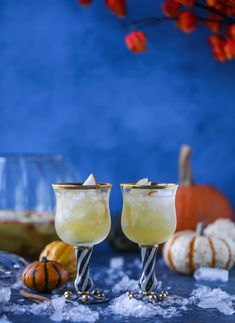 This pumpkin sangria is perfect for the fall and holiday season! A homemade pumpkin pie syrup gives the drink excellent flavor along with bubbles and apple cider and of course, boozy fruit. It's a favorite for Halloween or Thanksgiving! I howsweeteats.com #pumpkin #sangria Best Thanksgiving Recipes, Thanksgiving Cocktails, Fall Cocktails, Refreshing Cocktails, Fall Recipes, Fall Drinks, Mixed Drinks, Pumpkin Sangria Recipe, Sangria Recipes