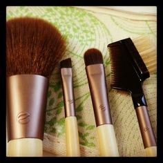 Beauty Scoop Tip: make up brushes help with expert application