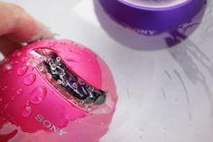 ソニーが6月に発売したポータブルBluetoothスピーカー「SRS-X1」は、防水を謳う球体型デザインのユニークなスピーカーだ。