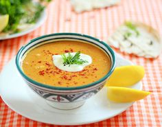 Turkish lentil soup (Mercimek çorbasi) -- I learned how to make this while in Istanbul during Ramadan. Veggie Recipes, Soup Recipes, Great Recipes, Vegetarian Recipes, Favorite Recipes, Veggie Dishes, Delicious Recipes, Food N, Food And Drink