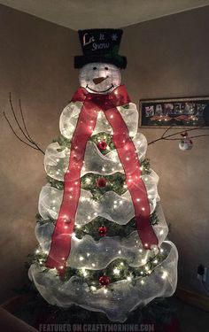 Lovely snowman christmas tree to make using mesh!