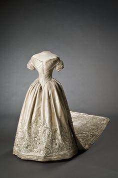 Lovisa av Sveriges brudklänning  Datering1850-06-19
