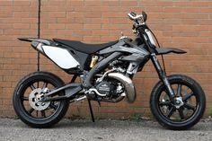 "Racing Cafè: Honda CR 500 ""Black Diamond"" by Taffy Racing Motocross Bikes, Cool Motorcycles, Dual Sport, Moto Bike, Motorcycle Bike, Honda Cr, Ducati, Yamaha, Ktm Exc"