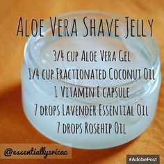 DIY Aloe Vera Shave Jelly Regular shaving cream doesn't moisturize as much as I need it to, so I completely dropped it from my shaving routine. I love this homemade concoction that will leave your skin soft, thanks to coconut oil. Diy Beauté, Shave Gel, Ideias Diy, Homemade Beauty Products, Natural Products, Beauty Recipe, Tips Belleza, Aloe Vera Gel, Diy Skin Care