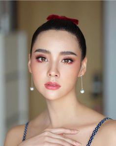 Korean Wedding Makeup, Wedding Makeup Looks, Bridal Makeup, Art Of Beauty, Beauty Makeup, Hair Beauty, Graduation Look Makeup, Celebrity Stars, Makeup Goals