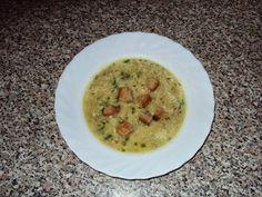 Kmínová polévka s vajíčkem a česnekovým chlebem