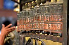 Filodellavita nasce da un'antica e profonda usanza tibetana,in cui la madre avvolge un filo sul dito di sua figlia prima del matrimonio. www.filodellavita.com