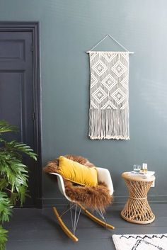 DIY: Macrame Diamond Wall Hanging by Rianne Zuijderduin