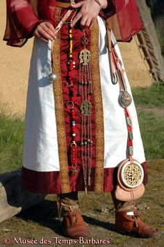 Frankish lady, details