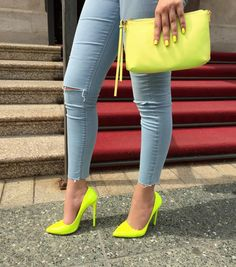 Neon green high Heels and neon bag and nails: http://www.itsgilda.com/2015/05/neon.html