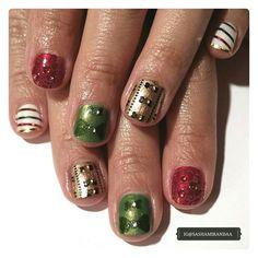 Christmas Gel Manicure Close-Up ☆ looks so cute on my sis ♡  #nailart #nailart2015 #nailartdesign #november2015 #manicure #mani #gelmani #uvgel #nailtechnician #nailstylist #naildesigner #nailartist #naillacquer #polish #nailaddictsgroup #nailaddiction #nailporn #nailaddict #kleancolor #santee #nabi #sallyhansen #miasecret #revlon #cuccio #xmasnailart #christmas2015 #christmasnailart #unas #unasdecoradas