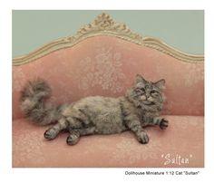 'Silver Sultan' - a miniature cat sculpture by Kerri Pajutee