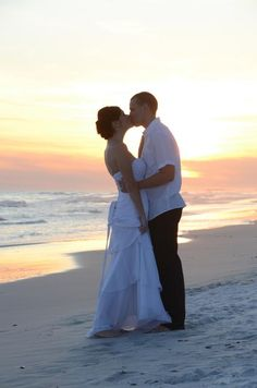 Simple and elegant beach wedding elopement packages for Destin, Florida