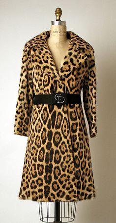Coat Design House: House of Dior (French, founded Designer: Marc Bohan (French, born Date: ca. Vintage Dior, Christian Dior Vintage, Vintage Coat, Vintage Dresses, Vintage Outfits, Vintage Clothing, Vintage Style, Retro Vintage, 70s Fashion