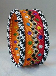 You can make this very colorful bracelet! TUTORIAL: Carousel Zig Zag and Skinny Bangles. Seed Bead Bracelets, Seed Bead Jewelry, Beaded Jewelry, Handmade Jewelry, Seed Beads, Diy Jewelry, Handmade Beads, Jewellery, Jewelry