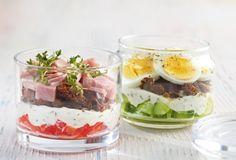 Schinken-Sandwich im Glas: Picknick-Pause! Für Paprika, Pumpernickel und Kräuterquark nimmt man sich gerne Zeit.