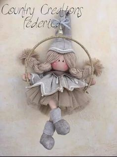 1 million+ Stunning Free Images to Use Anywhere Christmas Elf, Christmas Projects, Christmas Ornaments, Felt Crafts, Diy And Crafts, Burlap Christmas Decorations, Angel Crafts, Clothespin Dolls, Soft Dolls