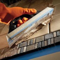 Tips for Installing Tile. These DIY hints will help you avoid the most common tile installation headaches. - Crafts Diy Home Tile Projects, House Projects, Diy Home Repair, Tips & Tricks, Tile Installation, Home Repairs, Do It Yourself Home, Diy Home Improvement, Home Remodeling