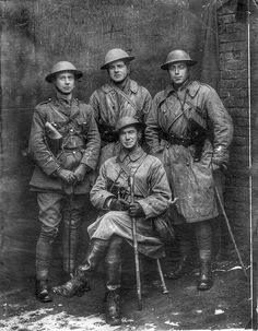 1916. British officers.
