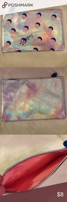 💙super cute💙 iridescent makeup bag! 💙super cute💙 iridescent makeup bag! Will fit all your makeup must haves! LOVE THIS LOOK. Bags Cosmetic Bags & Cases