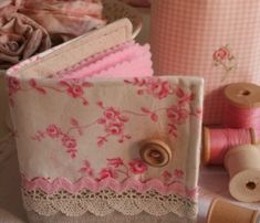 guarda agujas Needle Case, Needle Book, Candle Bags, Sewing Caddy, Stitch Book, Needle Minders, Sew On Patches, Fabric Scraps, Pin Cushions