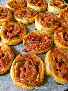 easy Pizza Pinwheel recipe when you need some appetizers for your next party! Try this easy Pizza Pinwheel recipe when you need some appetizers for your next party! Pinwheel Appetizers, Pinwheel Recipes, Great Appetizers, Appetizer Recipes, Snack Recipes, Cooking Recipes, Pizza Appetizers, Bulk Cooking, Cooking Classes
