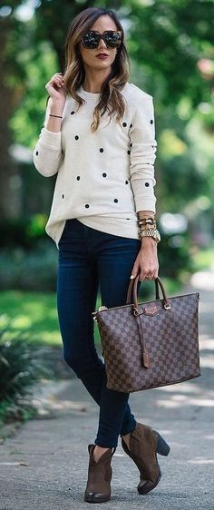 trendy outfit idea / printed top + bag + dark skinny jeans + boots