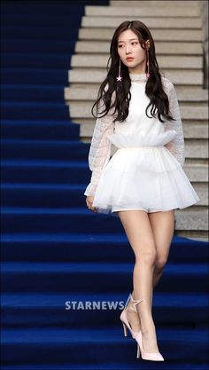 [Fashion Week] Jung Chaeyeon bares her legs and shows off her diet results ~ Netizen Buzz Stage Outfits, Kpop Outfits, Cute Outfits, Fashion Outfits, Kpop Girl Groups, Kpop Girls, Seoul Fashion Week, K Pop, Jung Chaeyeon