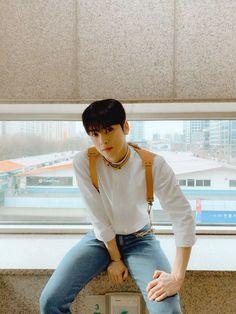 """아스트로 on Twitter: """"아 💜 아이처럼 로 💜 로하를 하 💜 하염없이 기다리는 짜으누 #로하수호… """" Cute Asian Guys, Asian Boys, Asian Men, Cha Eun Woo, Suho, Cha Eunwoo Astro, Lee Dong Min, Bts Concept Photo, Pre Debut"""