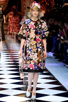 Несколько дней назад стартовала Неделя Моды в Милане, и поклонники знаменитого итальянского дуэта Dolce&Gabbana замерли в ожидании. Я уверена, о брэнде Dolce&Gabbana слышал каждый интересующийся модой.