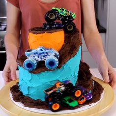 Monster Truck Cake Super cool tutorial for making a spiral monster truck cake!<br> Monster truck cake with a cool spiral Oreo dirt track! Check out this video tutorial for how to make a spiral staircase effect that's easier than you think. Festa Monster Truck, Monster Truck Birthday Cake, Monster Trucks, Monster Truck Cakes, Birthday Cakes For Kids, Blaze Birthday Cake, Digger Birthday Cake, Monster Truck Videos, Car Cakes For Boys