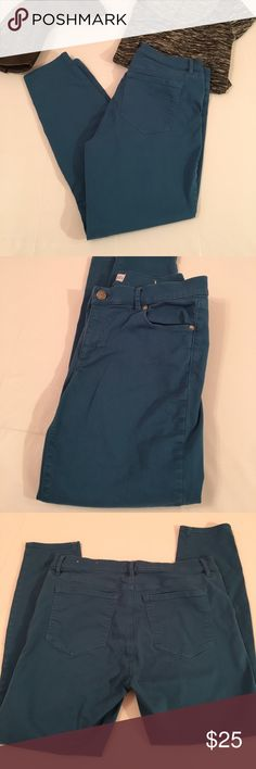 """Loft Teal Modern Skinny Jeans Excellent used condition! Loft teal colored, modern skinny jeans. On trend coloring looks great paired with grey, black or plum! 17"""" Waist & 26.5"""" inseam. Cotton with spandex for stretch. Size 29/8. LOFT Jeans"""