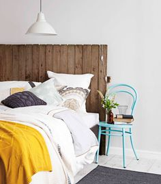 Real Living Mag April 2012 - DIY Bedhead Ideas Rustic old fence palings recycled (photography: maree homer, styling/project: erin michael) How to: http://homes.ninemsn.com.au/diy/craftprojects/8435100/rustic-fence-bedhead